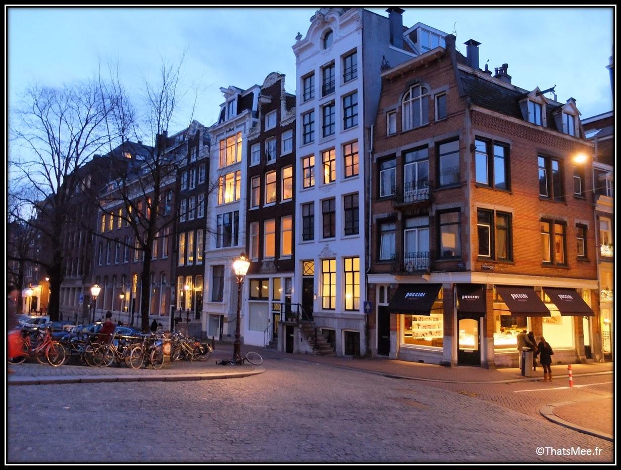 Amsterdam Jordaan vélo ballade centre ville pont rivière fleuve crépuscule nuit tombée