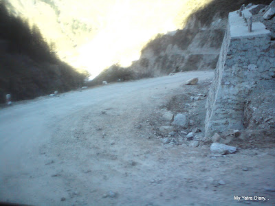Treachorous terrain in the Himalayas enroute to Srinagar from Badrinath