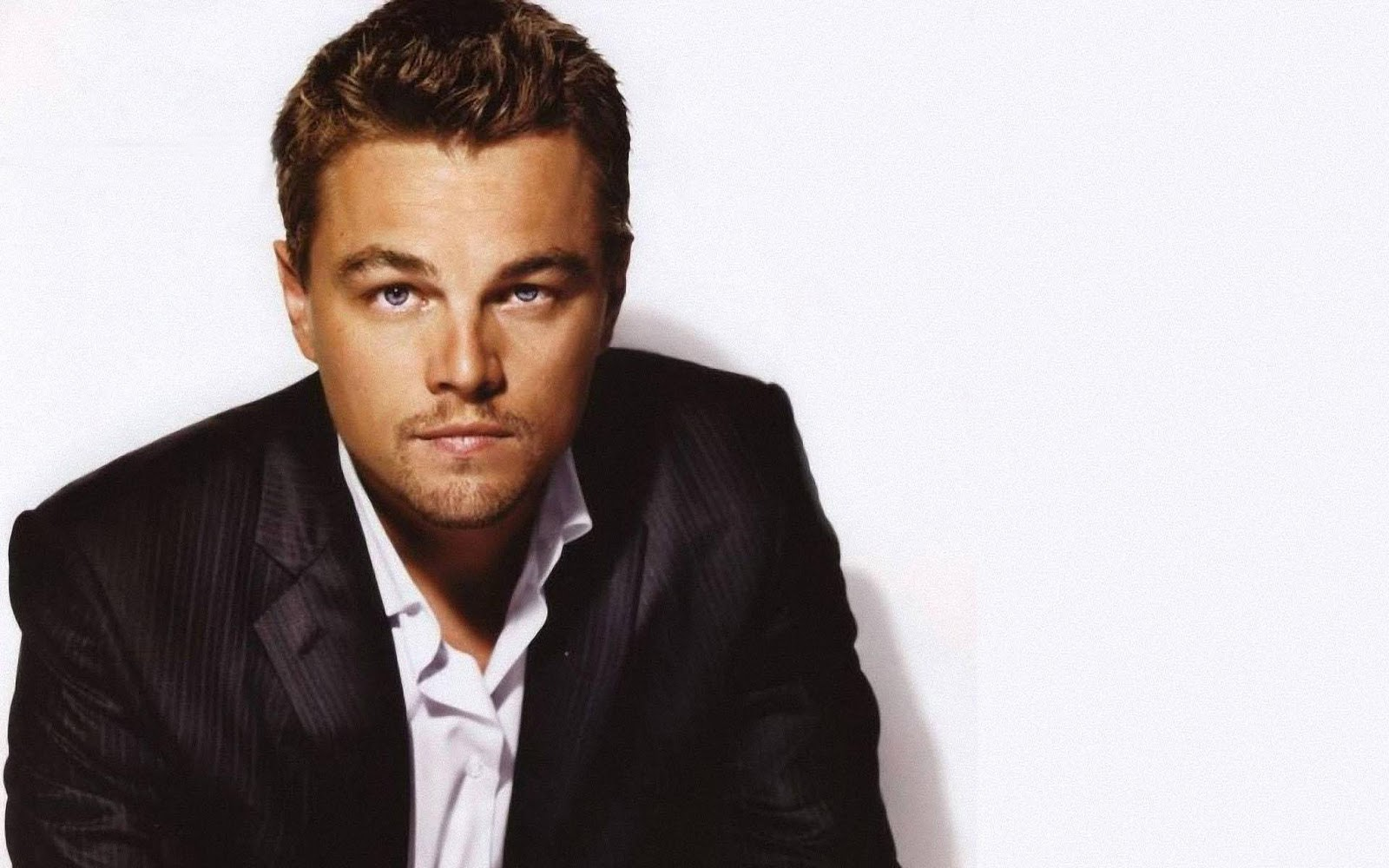 http://4.bp.blogspot.com/-7CO0Fhohjpc/TtcF82jdIMI/AAAAAAAAAbY/U96WwfKz5j4/s1600/Leonardo-DiCaprio-pictures-desktop-Wallpapers-HD-photo-images-20.jpg