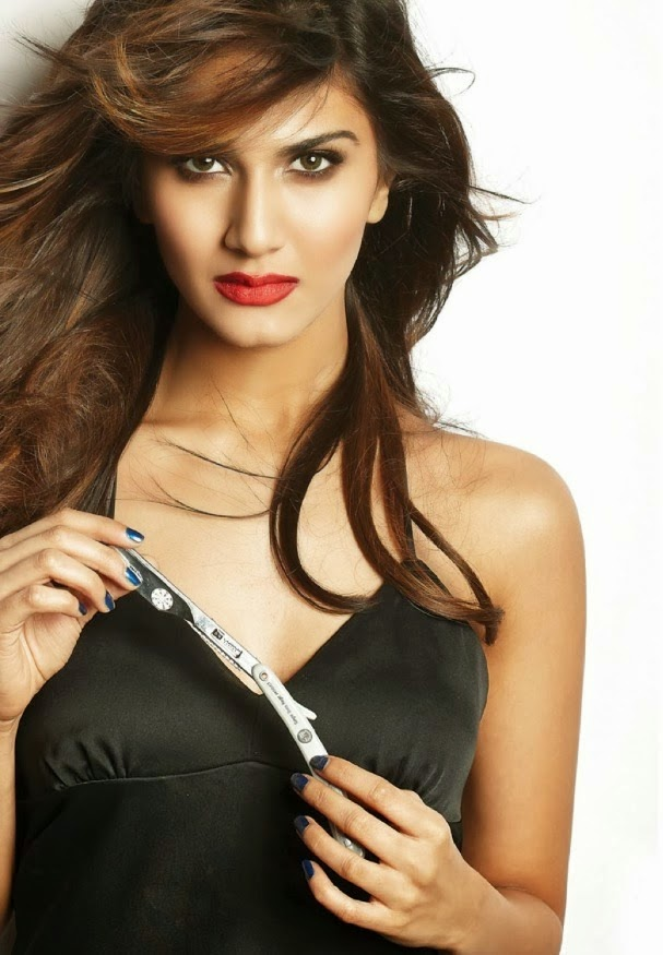 Vaani-Kapoor-FHM-India-Magazine-2014-black-dress