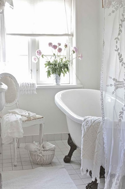 Tinas De Baño Negras:White Cottage Bathroom