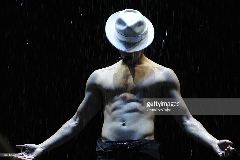 http://4.bp.blogspot.com/-7Cnufc3vAMA/VqXRARvdWsI/AAAAAAABQsg/mqFd--Or0zE/s1600/south-korean-singer-rain-performs-onstage-during-his-concert-the-picture-id506499234.jpg
