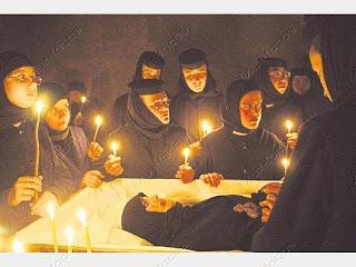 """A freira romena Irina Cornici morreu em 2005 depois de um """"exorcismo""""."""