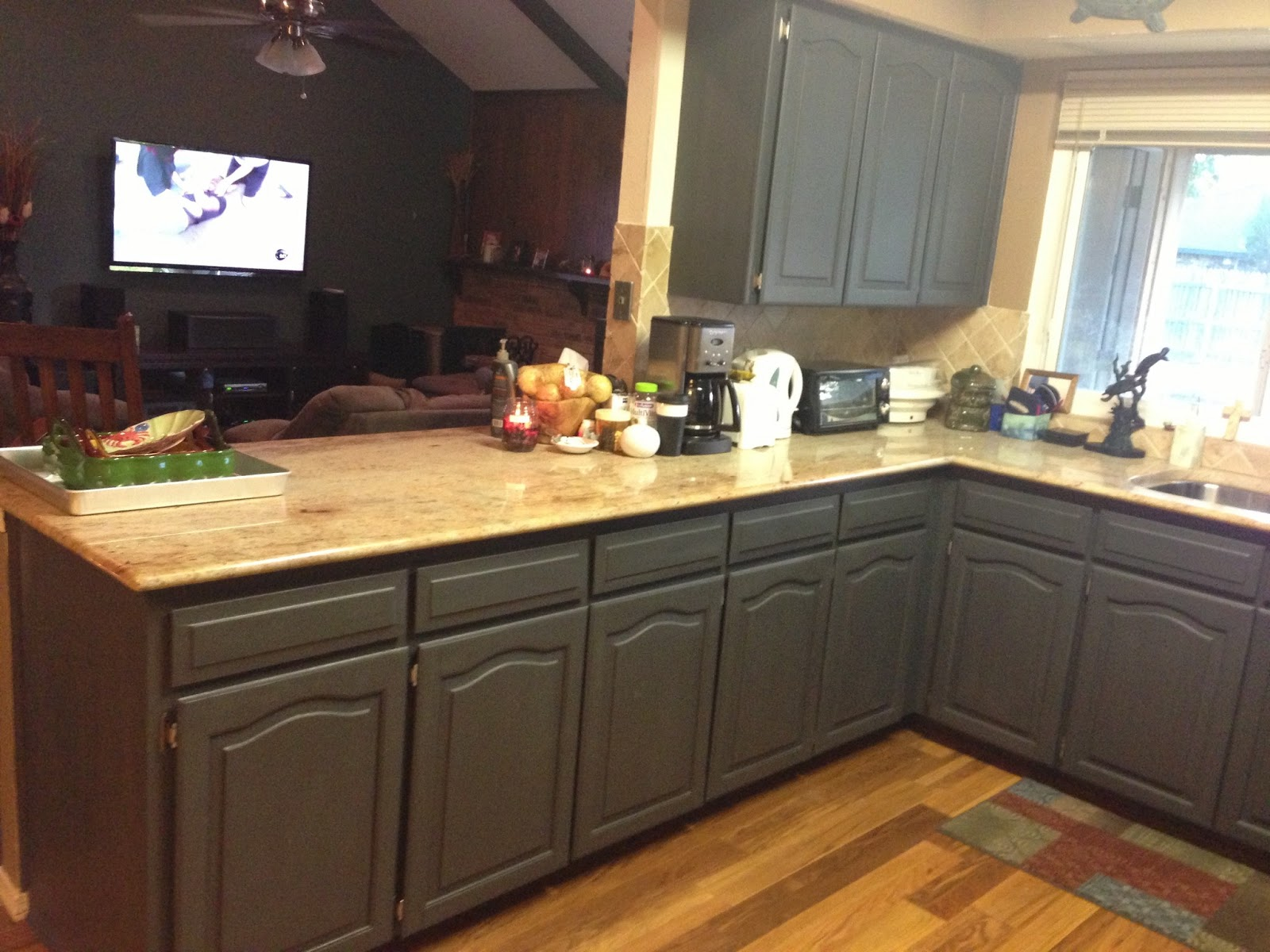 Wilker do 39 s using chalk paint to refinish kitchen cabinets for Can i paint kitchen cabinets with chalk paint