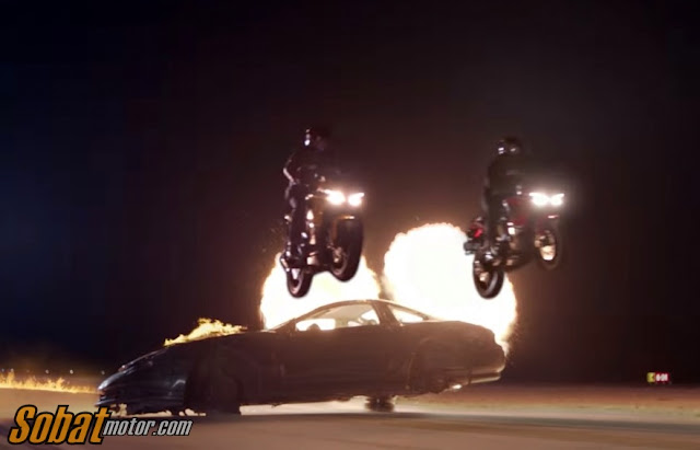 Mirip film Action,Bajaj Pulsar RS200 ini bermain dengan api di iklan terbarunya . . Make life a sport