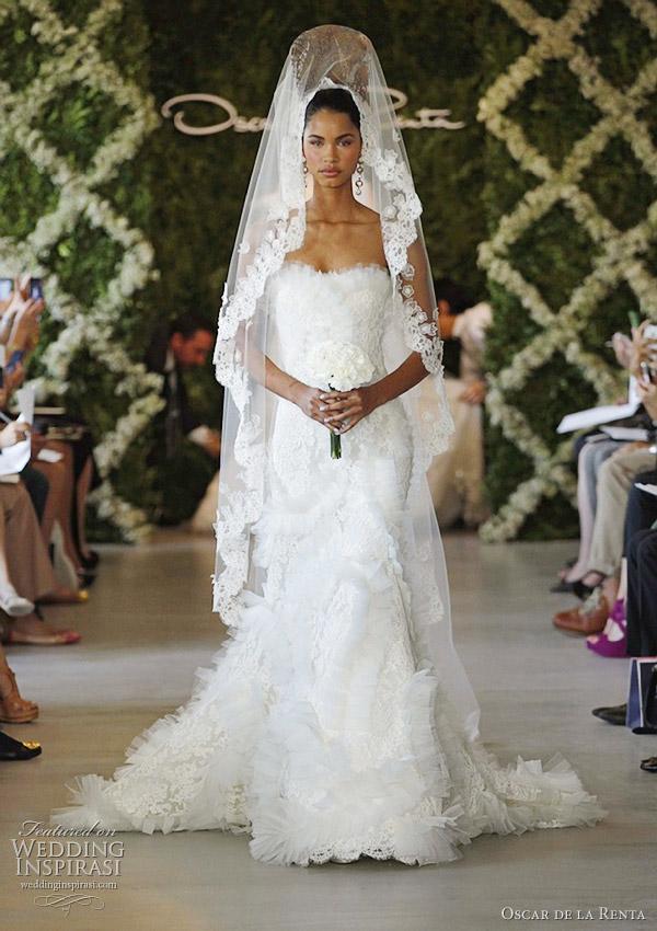 2016 wedding dresses and trends oscar de la renta bridal for Oscar de la renta lace wedding dress