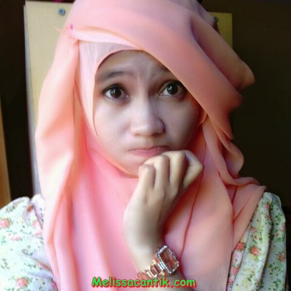 Very Cute Indonesian Girl Wearing Hijab Pictures 2014