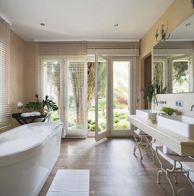 baño con salida al jardin