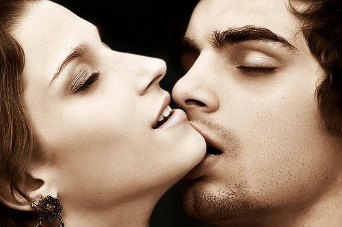 Hot Love Kiss Wallpaper Free : Hot Romantic Love Wallpaper, Romance Photo Images Festival chaska