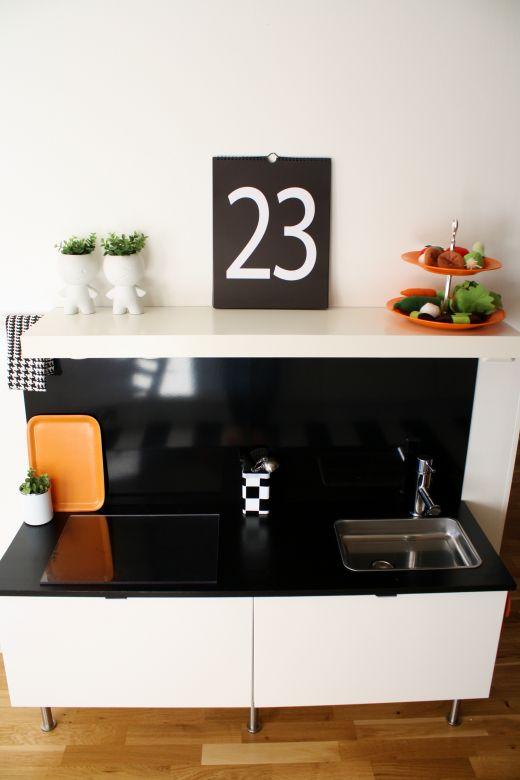 Ikea hack una cocinita de juguete en la cocina baby deco for Cocina juguete ikea opiniones