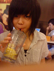 很久以前的女生照=)