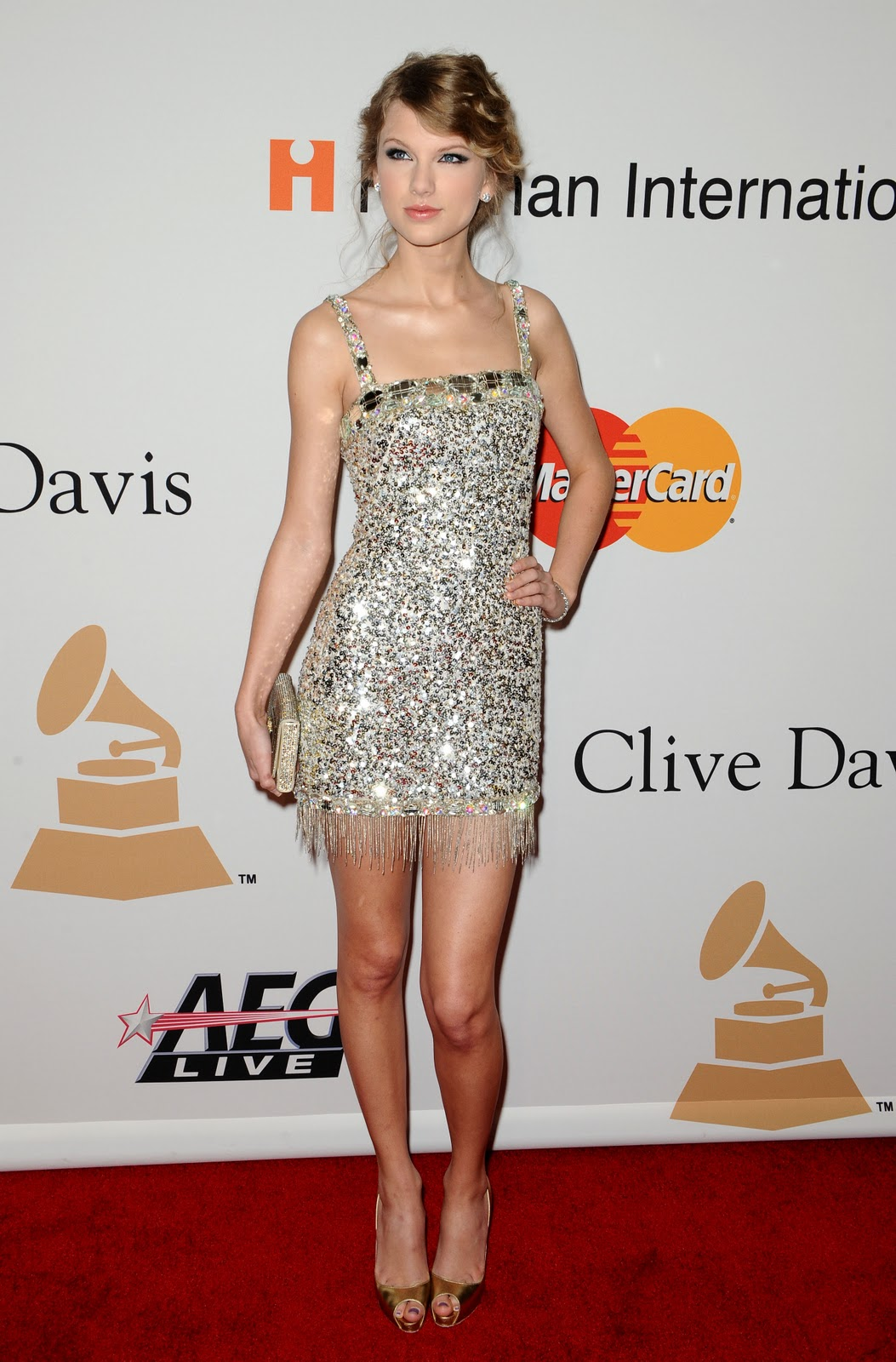 http://4.bp.blogspot.com/-7EY1ycAyYTA/UOSHBSgLwHI/AAAAAAAAAXQ/QJ2SYx9JjPk/s1600/Taylor+Swift+feet7.jpg
