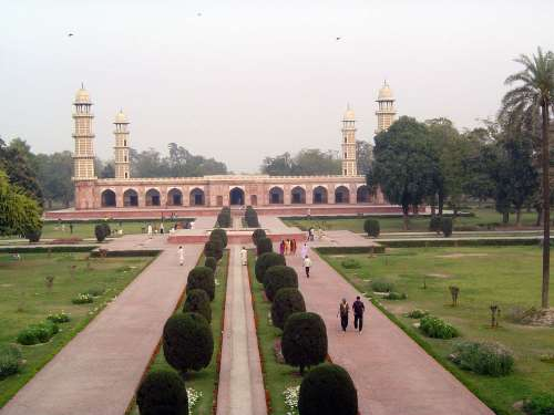 essay on badshahi mosque lahore Madshahi mosque or badshahi badshahi masjid is a biggest masjid i love to visit there is really beautiful this is in lahore evolution writers bought essay.