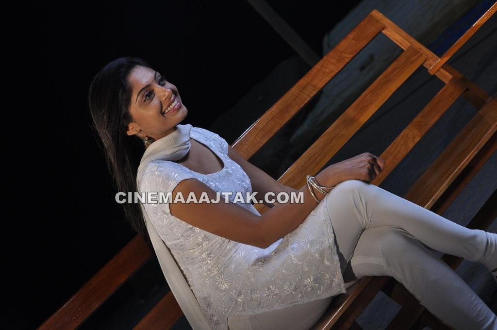 Padam Paarthu Kathai Sol Movie Brand New Images