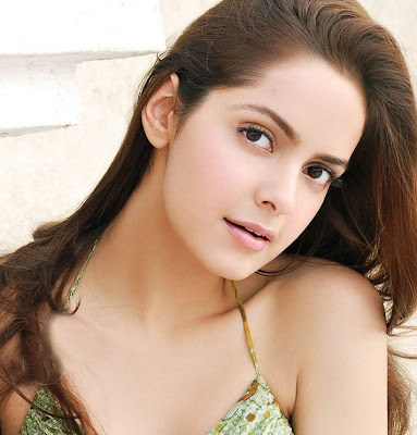 Shazahn Padamsee hot photo