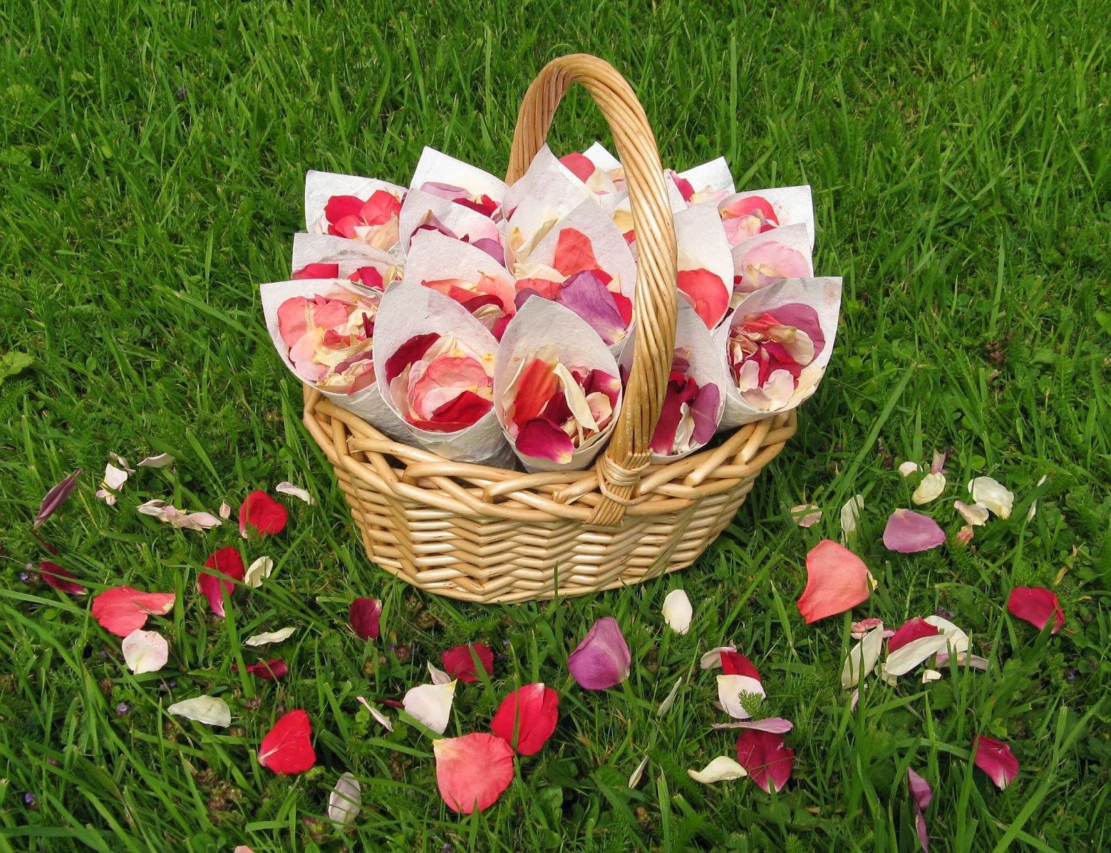 Wedding Baskets For Flower Petals : The confetti june