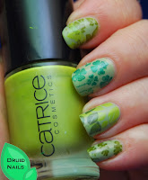 http://druidnails.blogspot.nl/2013/11/33dc2013-day-24-mani-featuring-colour.html