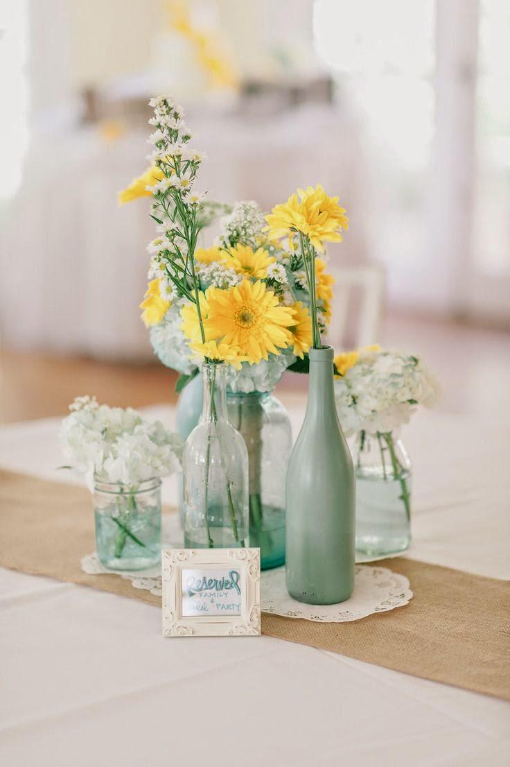 8 El aguamarina está de moda incluso en las bodas. En este caso, se ha pintado una de las botellas de este color, dejando el resto en su tono natural.