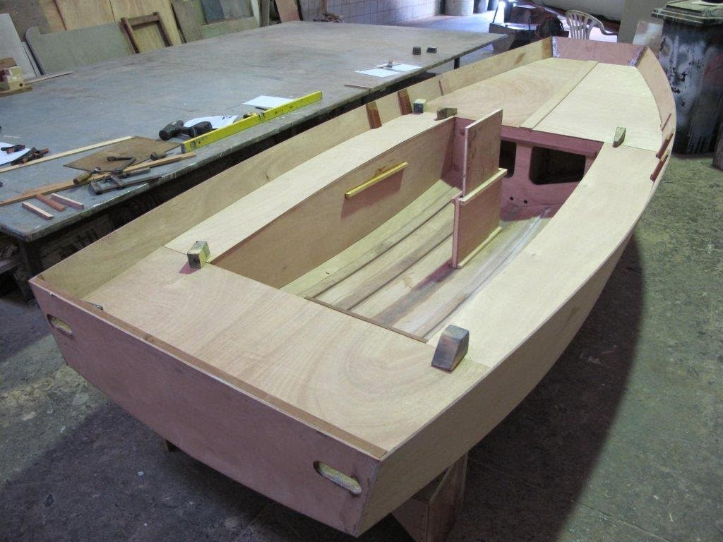 How to build a wooden model boat, model fishing boat kits, mirror dinghy kits for sale