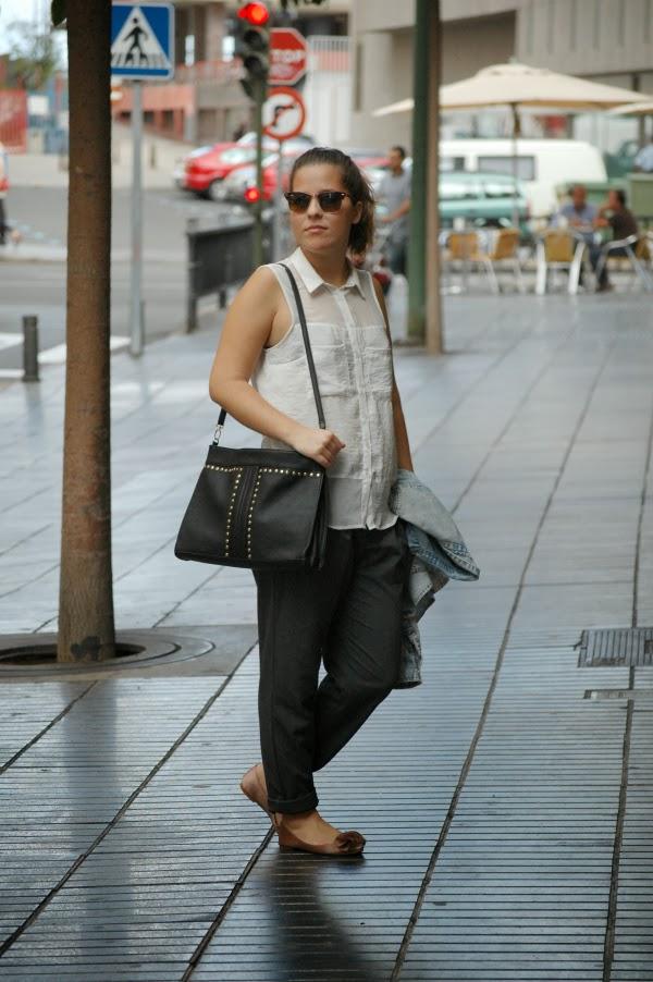 look_outfit_camisa_vaquera_pantalón_baggy_bailarinas_pompón_nudelolablog_05