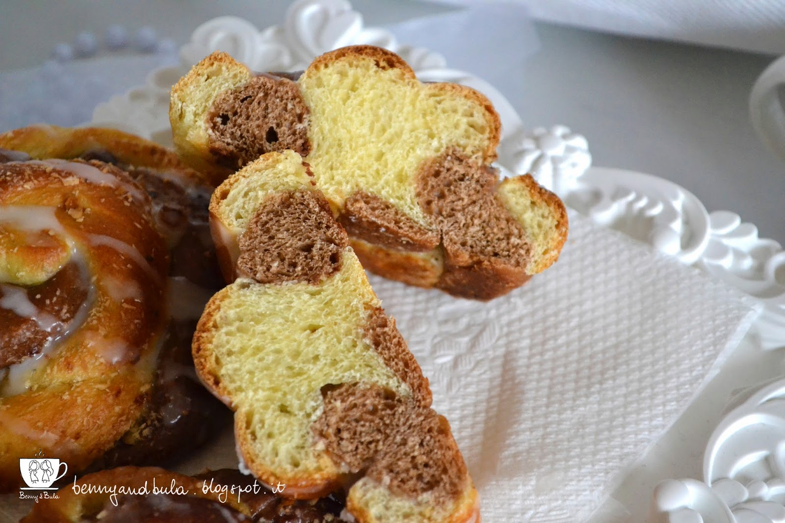 ricetta girandole o girelle brioche bicolore con cioccolato nocciole e cocco/ twisted brioche buns with chocolate hezelnuts and coconut recipe