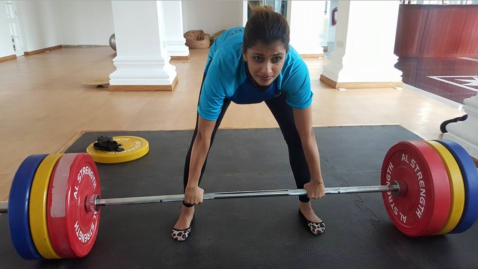 Sri lankan hot actress Nadeesha Hemamali weightlifting exercise gym
