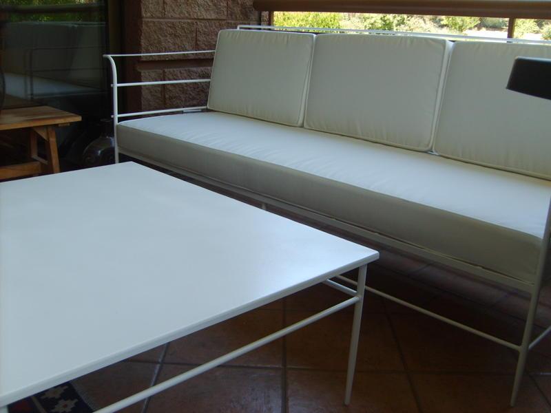 Muebles andrea schoennenbeck living de terraza con mesa for Living de terraza easy