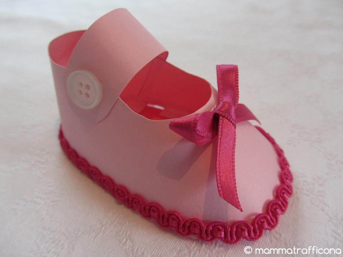 Bomboniere Di Carta Battesimo : Mammatrafficona bomboniere scarpine di carta da bambina