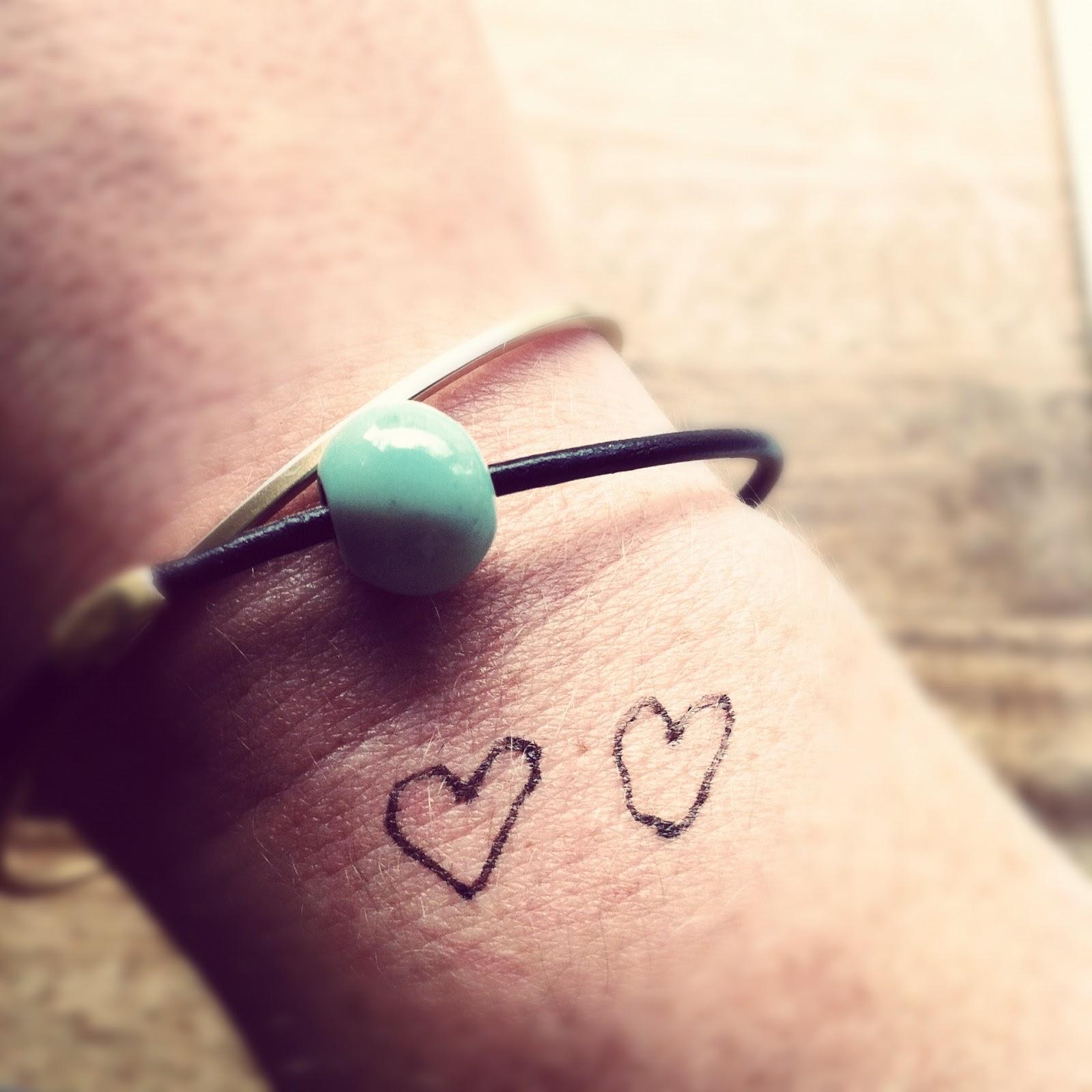 hjerte tattoo på håndled