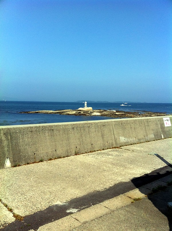 海の上の謎の像