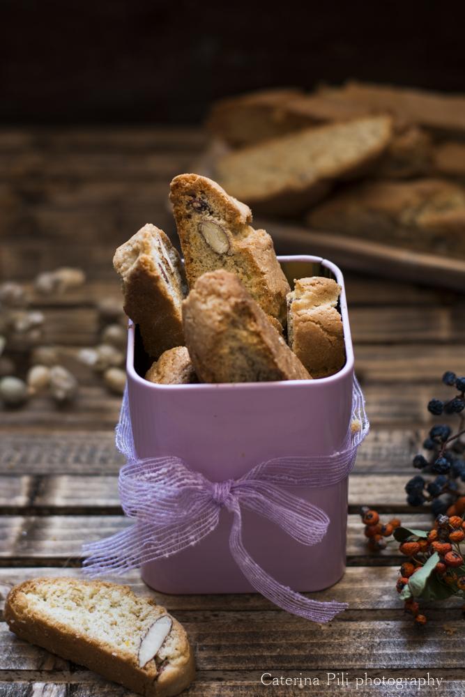 Biscotti da colazione semintegrali con mandorle e olio extravergine di oliva