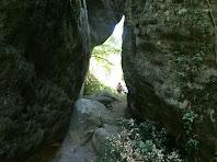 El pas estret entre roques de la Font de l'Avellanosa