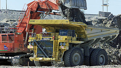Trucks_at_the_Diavik_diamond_mine_are_shown