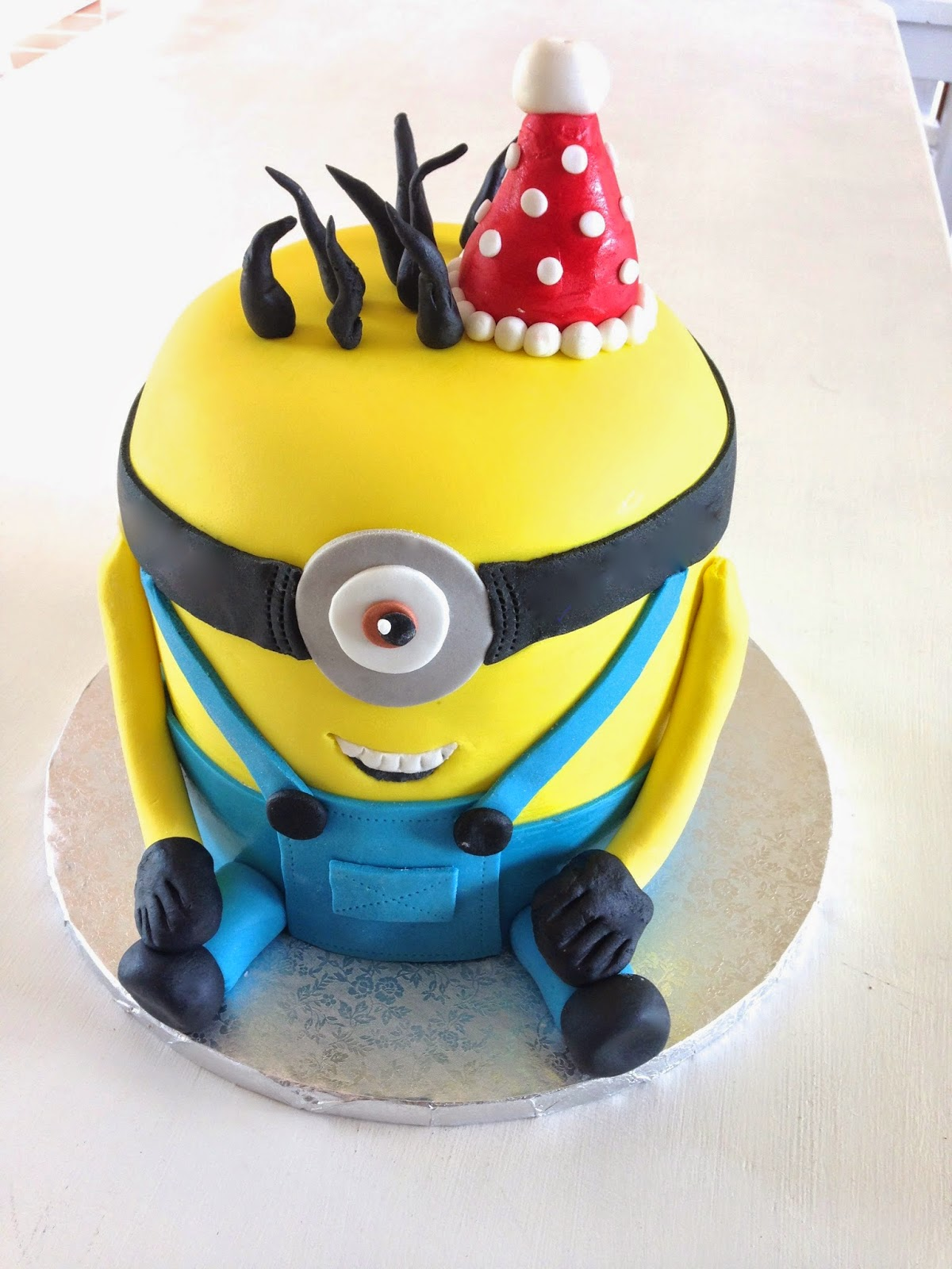 Rozannes Cakes Minion Cake