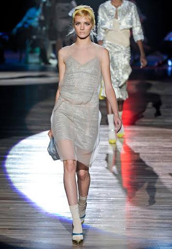 Двойна рокля от сребриста и прозрачна материя