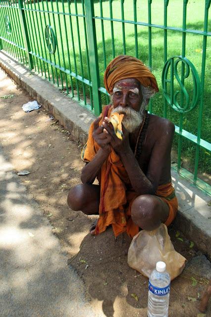 beggar at mammallapuram