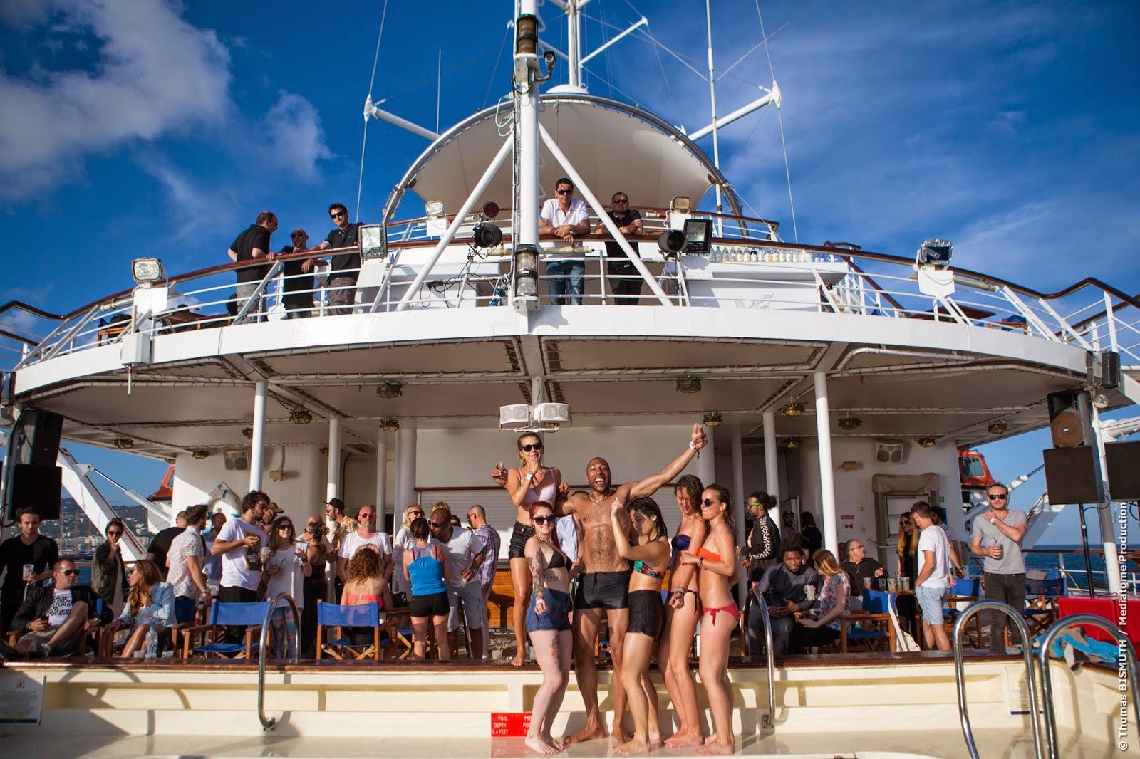 Iscomigoo: Pool party à la Villa Schweppes sur le Club Med II