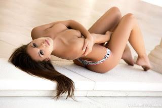 Naughty Girl - rs-18_-_8UYnOA4-750126.jpg