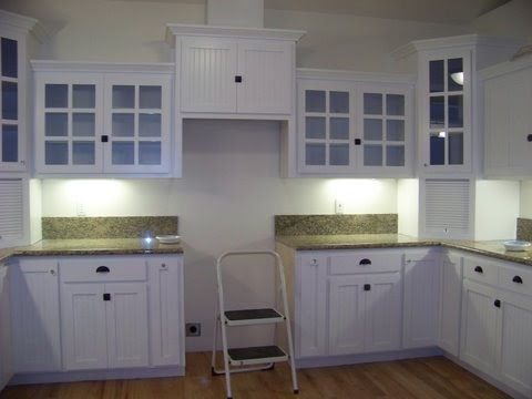 White Kitchen Cabinets With Beadboard Doors photo - 8