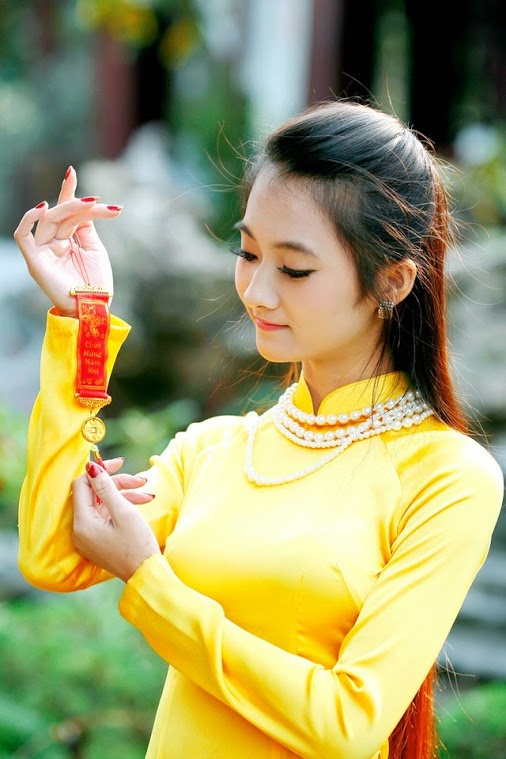 Vietnamese girls and long dresses the most beautiful women in the