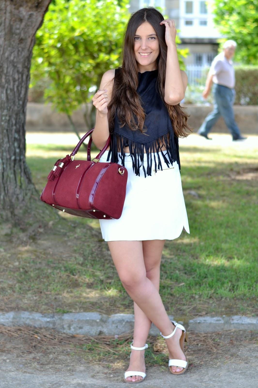 looks burgundy bag