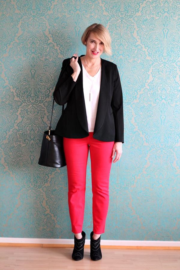 NYDJ - rote Hose mit schwarzem Blazer