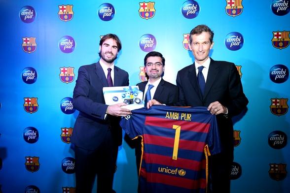 tendangan penalti bau busuk, peraduan menangi percutian ke barcelona, kerjasama antara ambi pur dan juga fc barcelona,