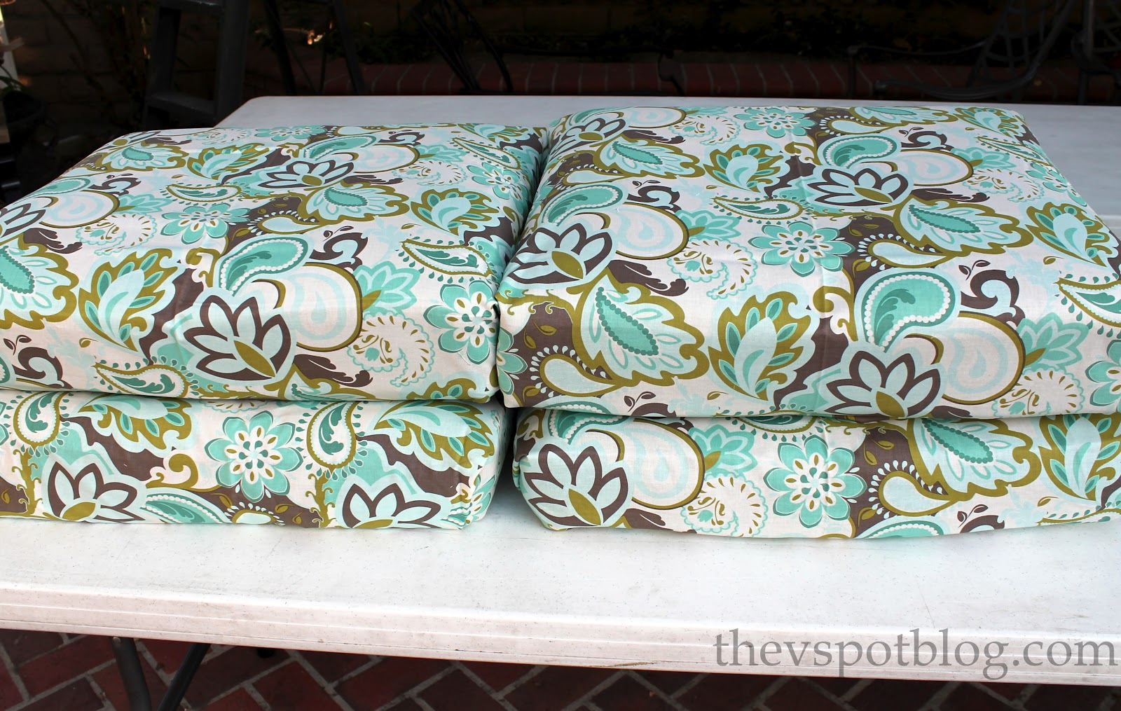 no sew project how to recover your outdoor cushions using fabric and a glue gun the v spot. Black Bedroom Furniture Sets. Home Design Ideas