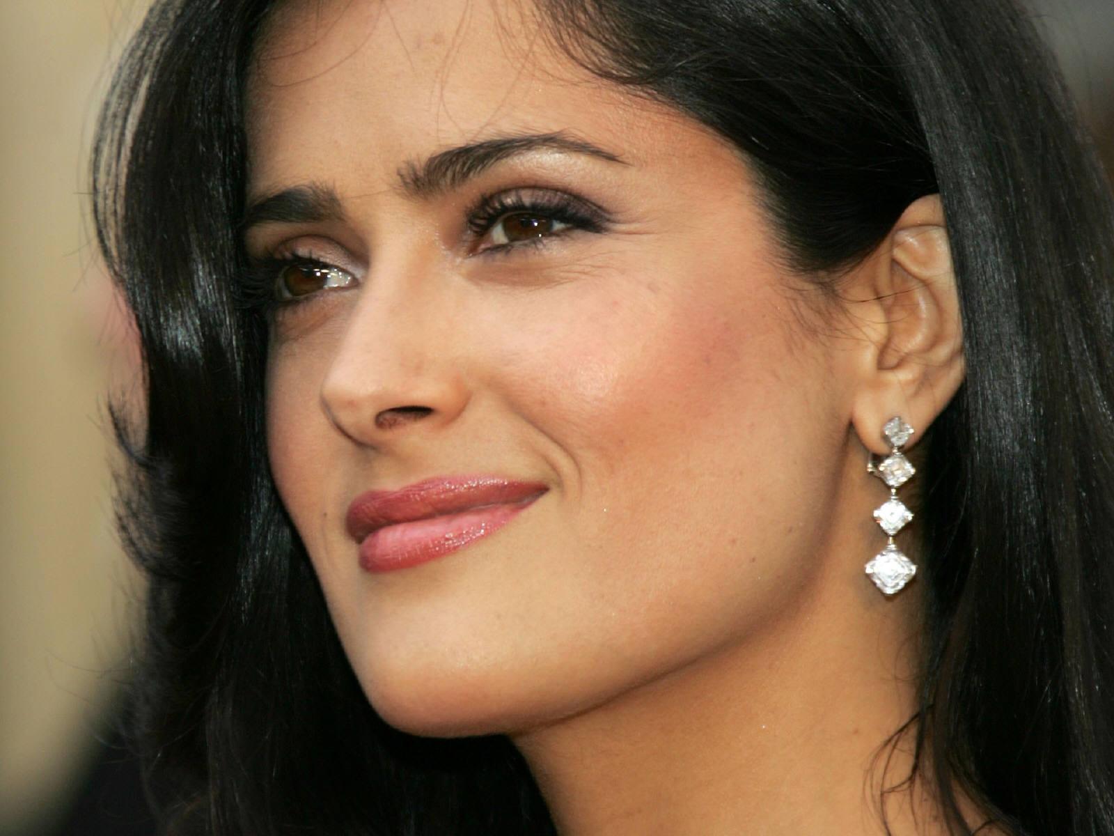 http://4.bp.blogspot.com/-7IcZ6ttyv2Y/T7dfjTWzxxI/AAAAAAAAFj4/tWNgHmF55Wc/s1600/Salma+Hayek-wallpaper-6.jpg