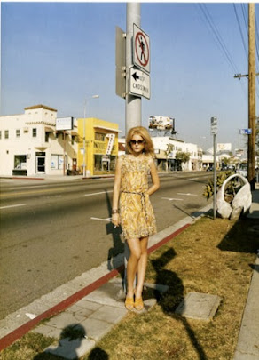 masters of photography : Stephen Shore : photo of girl on column