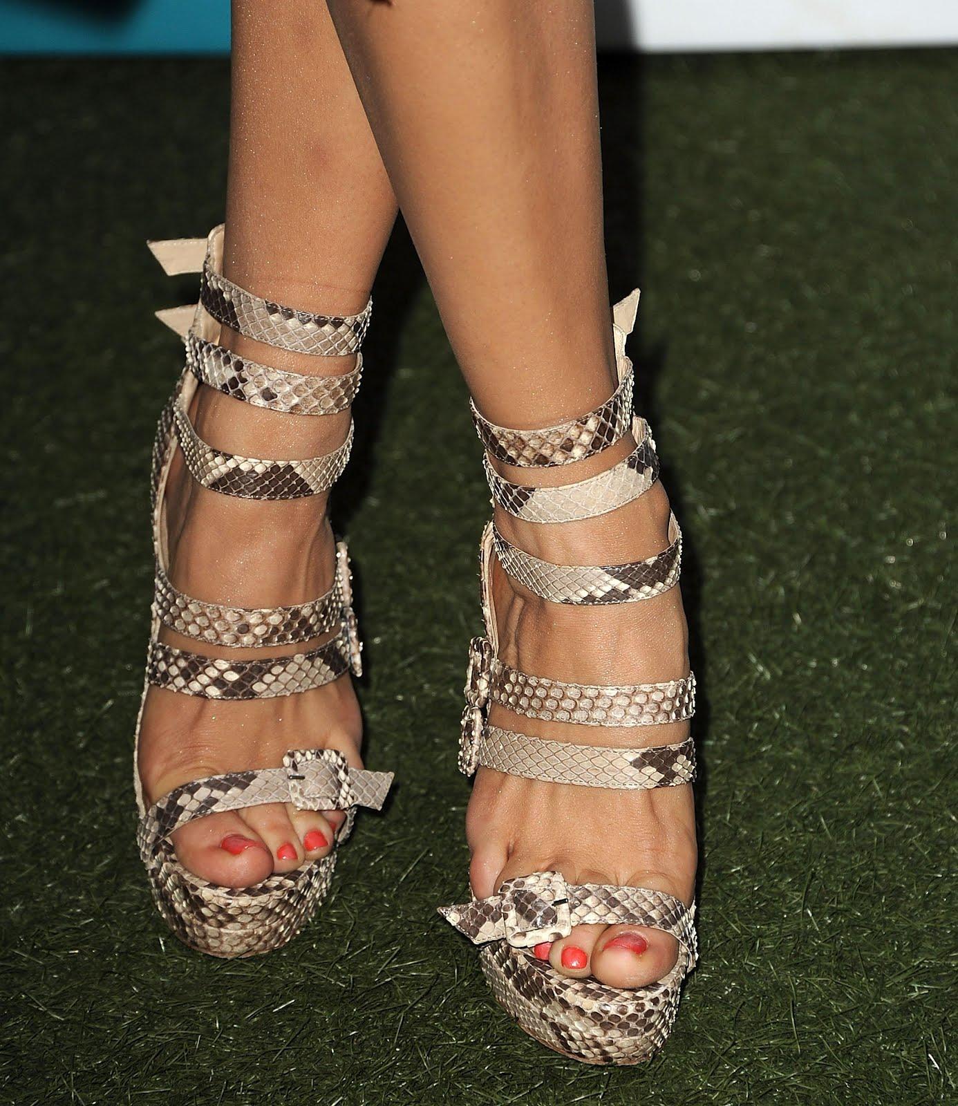 http://4.bp.blogspot.com/-7Iruf9Vi2oI/UBp7dyJY8iI/AAAAAAAAAQU/CXF9jkhzLtQ/s1600/Rose_McGowan_Feet_001.jpg