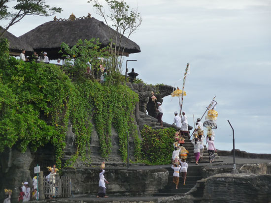 La ceremonia del mar en Tanah Lot