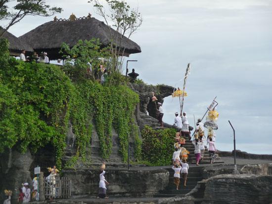 La ceremonia del mar en Tanah Lot