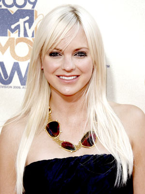 anna faris house bunny body. Anna Kay Faris (born November